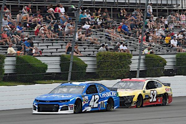 #42: Kyle Larson, Chip Ganassi Racing, Chevrolet Camaro Credit One Bank, #52: Austin Theriault, Rick Ware Racing, Chevrolet Camaro TRICK SHOT / BANGOR SAVINGS BANK